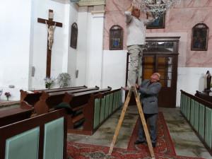 Oprava kostelního lustru Stachy